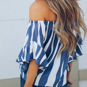 Off the shoulder blouse/New